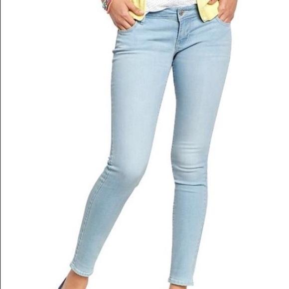 71721b719d5 ... Rockstar Light Blue Skinny Jeans 4. Old Navy.  M_5bf8be3baa87703a28d0b79a. M_5bf8be3c7386bc217be04217.  M_5bf8be3d1b3294e5ebbb75a5